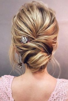 These Gorgeous Updo Hairstyle That Youll Love To Try! Whether a classic chignon textured updo or a chic wedding updo with a beautiful details. These wedding updos are perfect for any bride looking for a unique wedding hairstyles - June 08 2019 at Long Hair Wedding Updos, Wedding Hair Pictures, Wedding Hairstyles For Women, Prom Hair Updo, Elegant Hairstyles, Prom Hairstyles, Bridesmaids Hairstyles, Easy Hairstyles, Dinner Hairstyles