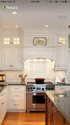 Tuscan design – Mediterranean Home Decor Kitchen Hood Design, Kitchen Vent, Kitchen Hoods, Kitchen Cabinet Design, Kitchen Tiles, New Kitchen, Kitchen Decor, Design Patio, Design Exterior