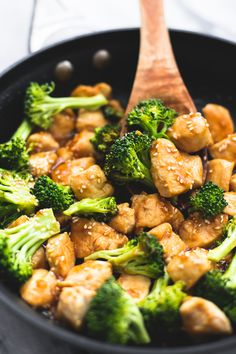 Skillet Sesame Chicken & Broccoli (The Recipe Critic) Pastas Recipes, Chicken Recipes, Dinner Recipes, Cooking Recipes, Healthy Recipes, Recipies, Yummy Recipes, Recipe Chicken, Healthy Chicken