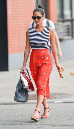Getting ready to enjoy the long weekend, but not sure what to slip into when Labor Day approaches? Don't despair! We have the perfect outfit idea just for you. Or rather—the gorgeous Olivia Munn does.