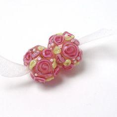 Handmade #lampwork beads  -  Romantic Roses  -  pink, round glass beads, raised floral lampwork by #feyglass