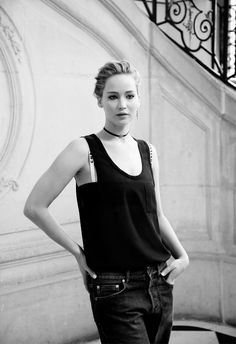 Jennifer Lawrence attends the Dior S/S 2017 fashion show in Paris, France (September 30, 2016)