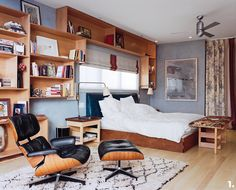 A focus on the Eames Lounge Chair and Ottoman by Charles and Ray Eames for Herman Miller and by Vitra, including room inspiration. Shelves In Bedroom, Book Shelves, Crate Shelves, White Bedding, White Linens, Chair And Ottoman, Chair Bed, Trends, Room Colors