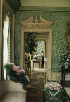 In American Heiress Barbara Hutton built Winfield House in Regent's Park, London after a fire destroyed the original property. She eventually donated it to the U. Government, and Winf… room ideas Beautiful Interiors, Beautiful Homes, Winfield House, Interior Exterior, Interior Design, Chinese Wallpaper, English Decor, English House, Green Rooms