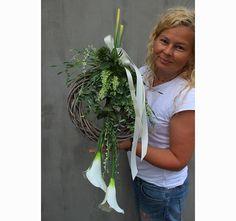 Bogini, wianek / kompozycja nagrobna Funeral Flowers, Plant Hanger, Flower Arrangements, Plants, Flowers, Deco, Floral Arrangements, Plant, Planets