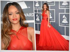"""Rihanna ha logrado consagrarse como una de las artistas favoritas de nuestra época. Sus letras, su música, su sensualidad han conquistado a miles alrededor del mundo. Y hoy celebra sus 25 años de vida bien vivida. Nació en Barbados en 1988. A los 16 se fue a vivir a Estados Unidos y comenzó su carrera musical bajo la dirección de Evan Rogers. En 2005 lanzó su primer disco """"Music of the Sun"""" que logró vender más de 2 millones de copias en todo el mundo."""