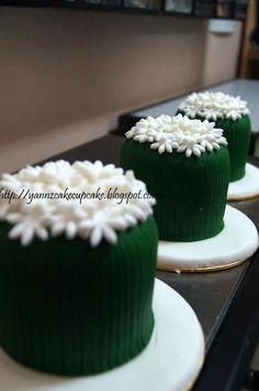 Cake & Cupcake By Yannz: Emerald Minicake
