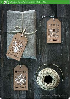 Broderade juletiketter – Cross stitch christmas tags