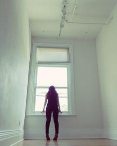When God closes a door, somewhere he opens a window. #windows #doors #homedecor #decorideas #interior #liveauthentic #nothingisordinary #models #toronto #doorsandwindows #gladstonehotel #hotel