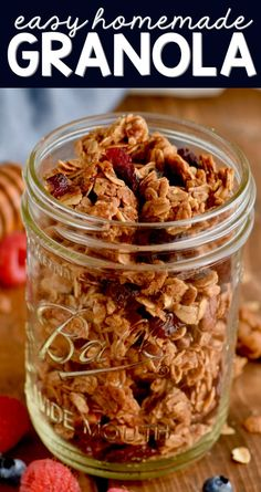 This plain granola recipe is perfect and easy to customize! This plain granola recipe is perfect and easy to customize! Granola Muesli, Vegan Granola, Chocolate Granola, Easy Granola Recipe, Cinnamon Honey Granola Recipe, Homemade Granola Recipes, Healthy Snacks, Healthy Recipes, Kid Lunches