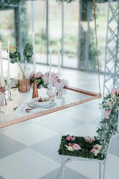 Romantic Copper Metallic & Blush Wedding table setting Ideas with a flower chair! http://www.confettidaydreams.com/copper-metallic-and-blush-wedding-ideas/