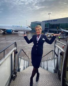 British Airways Cabin Crew, Airline Cabin Crew, Airline Uniforms, Sensible Shoes, Pose For The Camera, Dream Life, Dream Job, Flight Attendant, These Girls