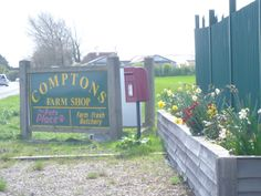 Comptons Farm Shop, on the road from #Sidlesham to #Selsey. Superb butchers, greengrocers, frozen foods and pet foods.