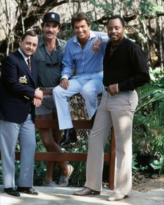 Magnum - John Hillerman - Larry Manetti - Roger E. Mosley - Tom Selleck