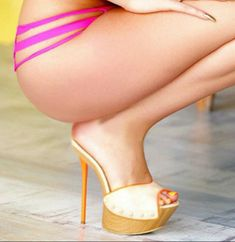 Wooden mules, great legs and tush #hothighheelslegs