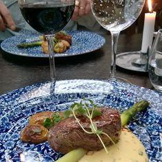 #Pihviä #parsaa ja #hollandaise kastiketta. #steak #asparagus #malbec #redwine #foodandwinepairing @fransmarie1 @originalsokoshotelilves #instafood #food #foodgeek #foodgasm #foodie #foodblogger #foodpic #foodporn
