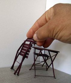 how to make miniature folding table and mini chairs that actually work Dollhouse Miniature Tutorials, Miniature Crafts, Miniature Houses, Diy Dollhouse, Miniature Dolls, Dollhouse Miniatures, Fairy Furniture, Barbie Furniture, Miniature Furniture