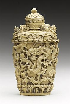 ♔ Bottles & Boxes ♔ perfume, snuff & decorative containers - Snuff Bottle (Biyanhu) with Continuous Dragon Band, China, Late Qing dynasty, about Carved ivory Small Bottles, Bottles And Jars, Glass Bottles, Perfume Bottles, Bottle Box, Bone Carving, Ancient China, Objet D'art, Qing Dynasty