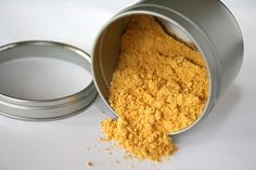 Making mandarin orange dust is easy. Use it to flavor scallops or add to muffins for a powerful orange flavor Sweet Light, Dehydrated Food, Dehydrator Recipes, Seasoning Mixes, Spice Mixes, Kraut, Cooking Tips, Sandwiches, Tasty