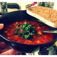 MAROKAŃSKA ZUPA Z CIECIERZYCĄ - DoradcaSmaku.pl Polish Recipes, Polish Food, Big Meals, Vegan Soup, Chana Masala, I Foods, Thai Red Curry, Soup Recipes, Food Porn