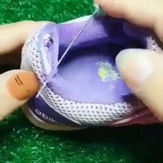 Sewing Hacks, Sewing Tutorials, Sewing Projects, Diy Clothes And Shoes, Sewing Clothes, Diy Crafts Hacks, Diy Home Crafts, Sewing Stitches, Sewing Patterns