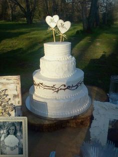 I like the heart toppers on this cake. (hh)
