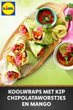 Koolwraps gevuld met kip chipolata, kleurrijke groenten en mango #recept High Protein Snacks, High Protein Low Carb, Keto Recipes, Cooking Recipes, Feel Good Food, Bbq, Meal Prep For The Week, Wrap Sandwiches, Tapas