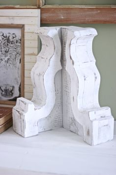 DIY Wood Corbels - White Picket Farmhouse : How To make DIY Corbels in a few hours. Save a ton of money and do it yourself. Stencils and Corbel Pattern Available to Print Off. Do it yourself Corbels, Antiqued Corbels, Corbel Styling, Farmhouse Corbels Shabby Chic Furniture, Rustic Furniture, Diy Furniture, Apartment Furniture, Farmhouse Furniture, Diy Wood Projects, Woodworking Projects, Bandsaw Projects, Woodworking Jointer