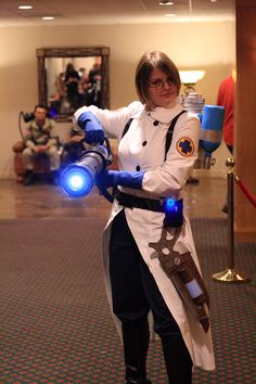 Amazing Team Fortress 2 Medic cosplay <3