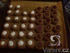 Osvědčený recept na měkké vánoční cukroví. Christmas Sweets, Christmas Baking, Christmas Cookies, Xmas, Czech Recipes, Baking Recipes, Waffles, Sweet Tooth, Muffin
