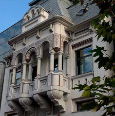 Sediu ING Bank, strada Tudor Vladimirescu, Târgu Jiu Tudor, Mansions, Architecture, House Styles, Home Decor, Mansion Houses, Arquitetura, Decoration Home, Manor Houses