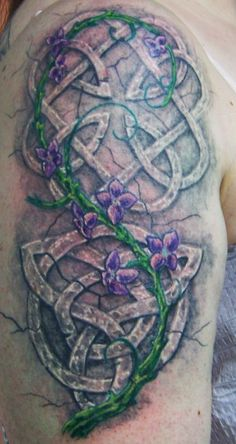 Stone Knots Celtic Knot Tattoo @Josh Lam Lam Lam Lam Hite this would be awesome jus maybe not so girly