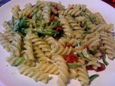 Ricette italiane: pasta con zucchine, pomodorini e pesto