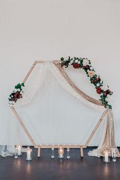 Wir haben unsere neuen Lieblings-Hochzeitstrends für euch gesammelt: Individualität, Nachhaltigkeit und einige ausgefallene Hochzeitsideen 🙌  #hochzeitsideen #trends #hochzeit #hochzeitstrends #hexagon #hochzeitsbogen Elegant, Blog, Crown, Inspiration, Home Decor, Bow Wedding, Crate, Sustainability, Ideas