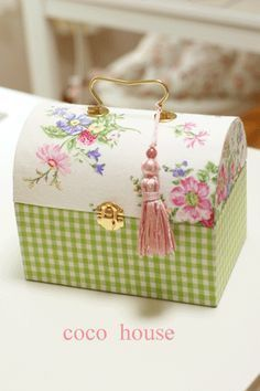 A recipe box with inexpensive hardware added. No tassel. Art N Craft, Craft Box, Diy And Crafts, Paper Crafts, Decoupage Box, Vintage Box, Vintage Sewing, Pretty Box, Altered Boxes