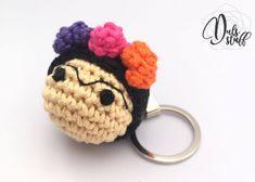 Un favorito personal de mi tienda de Etsy https://www.etsy.com/mx/listing/583600341/llavero-de-frida-kahlo-de-crochet-frida