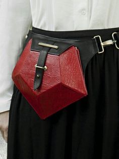 'PENTAGON' BELT BAG / Red HANDS OF OIZO is a French designer brand for innovative Leather Accessories. Inspired and exclusive designs for stylish women, natural leather and responsibly crafted. High-end Designer style made affordable! Leather Bum Bags, Leather Purses, Cow Leather, French Designer Brands, Famous Designer, Hip Bag, Cloth Bags, Leather Accessories, Mode Style