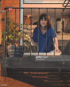 """MORE Pictures of Dakota """"How to be Single"""" set today!!"""