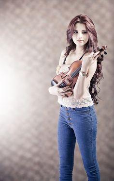 Violin girl by Torwai Seubsri, via 500px