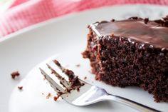 Porno-Kuchen (Saftiger Schokoladenkuchen)   Stadt-Land-Food Buttermilk Chocolate Cake, Cake Chocolate, Sweet Recipes, Cake Recipes, Creative Birthday Cakes, Gourmet Candy, Banting Recipes, Mexican Hot Chocolate, Food Cakes