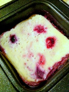 healthy cheesecake with cottage cheese, yogurt, egg and berries