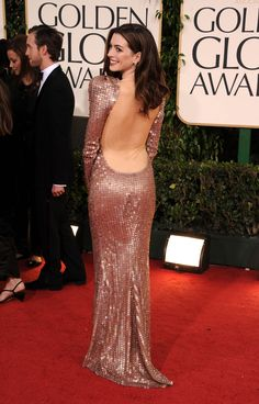 Anne Hathaway booty in floor length goen at GG Awards