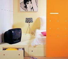 <p>Podest pod materac pozwoli ci zrezygnować z dodatkowych szafek w pokoju i lepiej zagospodarować przestrzeń w sypialni. Wybudowanie podestu nie jest trudne, możesz wykonać je samodzielnie.  Zobacz, jak zrobić łóżko z szufladami.</p>