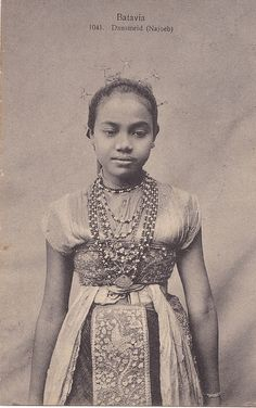 Tempo Doeloe in Batavia, Penari 1912 Old Pictures, Old Photos, Vintage Pictures, Java, Old Posters, Indonesian Women, Indonesian Art, Dutch East Indies, Asian History