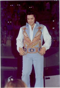 Elvis - 5th JUNE 1976 Omni, ATLANTA (this is the same suit at El Paso show I went to June 76)