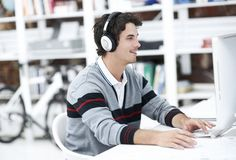 10 Free Podcasts That Will Make You Smarter