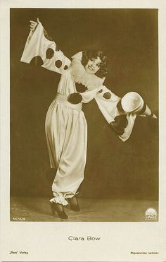 "Clownstepping ""It"" ☆ Clara Bow ☆ Vintage Postcard ☆ Dangerous Curves ☆ Vintage Clown, Vintage Halloween, Vintage Costumes, Vintage Circus Costume, Pierrot Costume, Pierrot Clown, Images Vintage, Vintage Postcards, Clown Mignon"