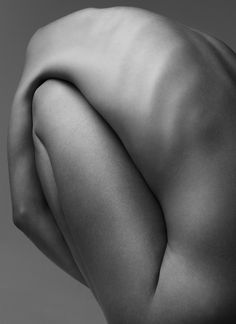 Black & White Photography Inspiration : On Body Forms by Klaus Kampert Amazing fine art nude photography by Klaus Kam Body Photography, Figure Photography, Fine Art Photography, Abstract Photography, The Human Body, Photocollage, Foto Art, Life Drawing, Black And White