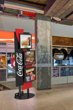 Diseño de PLV | POP POS Retail Design Custo, Knock Knock, Coca Cola, Activities For Kids, Trade Show Booths, Stand Design, Point Of Sale, Product Display, Beverage