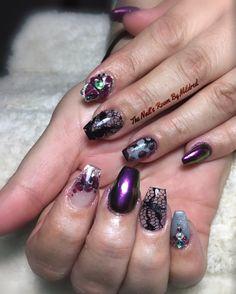 @aoranails chrome, encapsulated lace, crystals & a bunch of other stuff  #thenailsroom #naileditdaily #chrome #uñas #uñasacrilicas #uñasdecoradas #nails #acrylicnails #lace #crystals #glitter #pretty #coffinnails #blacknails #mulberrynails #greynails #nailpro #nailpromote #nailprodigy #nailsmagazine #naildit